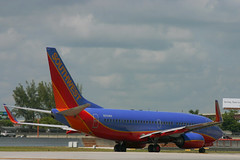 Southwest N551WN: Boeing 737-700 (formulanone) Tags: southwest airplane jet southwestairlines taxiing fll planespotting wn boeing737 aircraftspotting n551wn