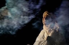 Une envole chromatique  couper le souffle... (Dolkar-photographe...) Tags: monochrome canon lightroom icare chalondanslarue chromatique spectaclesderue balletarien canoneos650d envolechromatique rebelt4i canonrebelt4i canoneos650dt4i essaicanoneos650d ferieurbaine spectaclesariens