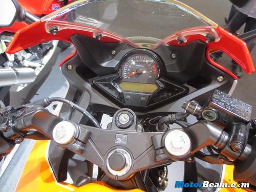 2014-Honda-CBR250R-05