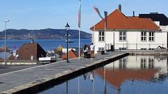 Skansen i Bergen -|- Bergen dam and fjord (erlingsi) Tags: skansedammen skansen bergen hordaland vårlig hus spegling