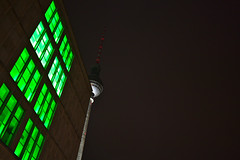 Hiding (christian.riede) Tags: gürn green hochhaus skyscraper fernsehturm alexanderplatz