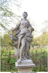 Skulptur im Neustrelitzer Schlossgarten - ,Najade' (Knipser@) Tags: neustrelitz statuen schlossgarten hawe 2012