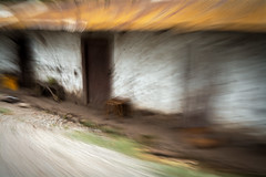 c a s a d e a d o b e (creonte05) Tags: explore eduardomiranda nikon d7100 flickr icm 2017 chile color curico adobe casa house blur bco campo rural ngc