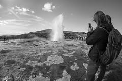 Heiße Qellen in Geysir (Agentur snapshot-photography) Tags: island 2015 personen iceland geysir geysire heisse quelle quellen vulkanismus geothermie wasserdampg natur sehenswürdigkeiten thingvellir tourismus besucher landschaft naturschauspiel attraktion vulkan vulkane bescuerh zuschauer touristen fontäne fontänen wasserfontäne wasserfontänen isl