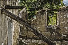 Los restos de una ventana al mundo (Ignacio M. Jiménez) Tags: ventana window ruinas ruins decay ignaciomjiménez ubeda jaen andalucia andalusia españa spain 7dwf crazytuesdaytheme crazywindows
