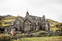 17 ghosts follow me around (OR_U) Tags: 2017 oru uk scotland isleofharris lewisandharris outerhebrides house derelict ruin lostplace decay nikkershaw fences walls islandlife island rural abandoned forgotten
