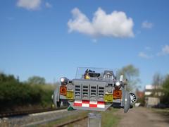 Aus dem Weg! (captain_joe) Tags: zombieman hoovercar toy spielzeug 365toyproject lego minifigure minifig moc car auto sky himmel cloud wolken