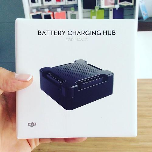 Carga hasta 4 baterías de DJI Mavic Pro de forma inteligente con el cargador múltiple de @djiglobal encuéntralo en @compudemano al mejor precio. #cadadiamejor Llámanos Barranquilla: (5) 316 1300 - Pereira: (6) 335 9494 - Celular/WhatsApp: (316) 425 4777 #