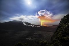 La Fournaise faisait son show à huis clos en ce soir du 18 février. Les conditions météo pour accéder au site d'observation étaient difficiles et la randonnée de nuit dans un bon vieux brouillard des hautes montagnes en a découragé plus d'un ..... (BAMB 974) Tags: éruption éruptionjanvier2017 volcanique volcan volcano pitondelafournaise cloudy clouds lave enclos bamb bamb974 îledelaréunion laréunion océanindien indianocean reunionisland 2017 éruptionpitondelafournaise2017 éruptionréunion2017