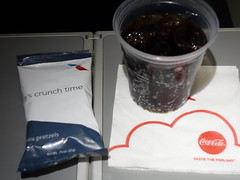 201702001 AA4528 LGA-PIT refreshment (taigatrommelchen) Tags: 20170207 flyingmeals airplane inflight meal food drink refreshment economy aal rpa americanairlines republicairways aa4528 e175 n423xy lgapit