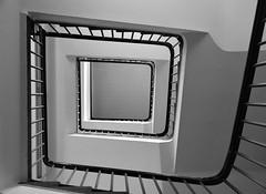 Grey square (frankhurkuck) Tags: schwarzweis blackandwhite treppe treppenhaus wendeltreppe rauf runter hoch ab up down stairway staircase spiralstaircase step hannover landeshauptstadt niedersachsen nds germany norddeutschland krankenhaus krh friederikenstift calenberger neustadt calenbergerneustadt