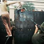 Fall of Saigon in April 1975 - Cổng sau Tòa Đại sứ Mỹ thumbnail
