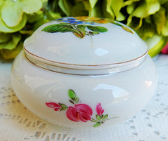 Meissen Porcelain Covered Box ~ Flowers ~ Floral ~ Gold ~ 1st Quality (Donna's Collectables) Tags: meissen porcelain covered box ~ flowers floral gold 1st quality