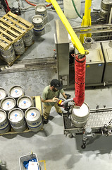 Avery Brewing Company Palletizing Kegs (photographyguy) Tags: colorado averybrewingcompany beer kegs brewer brewing bouldercolorado paller worker