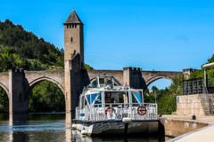 Cahors (Nicolas4065) Tags: cahors lot midipyrénées préfecture sudouest bateau pont valentré eau fleuve tour arbres