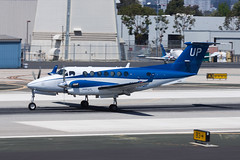 Wheels Up Beech 350i Super King Air (B300) N806UP (jbp274) Tags: smo ksmo santamonica airport airplanes wheelsup beech beechcraft kingair superkingair b300 bizprop