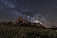 Entre el cielo y la tierra (Darkflip) Tags: zafra fotografíanocturna largaexposición longexposure via lactea milky ruinas castillos guadalajara carrasquilla noche españa estrellas