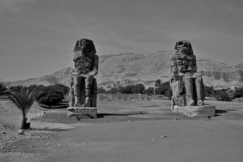 Colossi of Memnon 2009-02-14 12-57-15