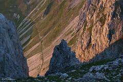 Gli accesi contrasti dell'alba (EmozionInUnClick - l'Avventuriero's photos) Tags: alba sentiero sibillini