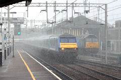 The 11.30 London - Norwich arrives at Colchester in a heavy snow squall (Always Santa Fe) Tags: vision:outdoor=0878 vision:car=0729 vision:sky=0708