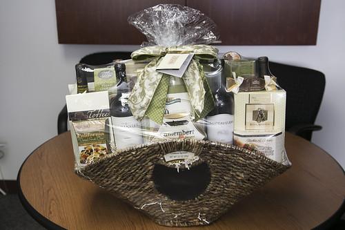 IT- Seasonal Selection Wine & Snacks Basket