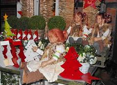 Da kommen noch viele Gste ... (Kindergartenkinder) Tags: weihnachten dolls advent weihnachtsmarkt annette tivi 2013 himstedt annemoni kindergartenkinder sanrike