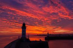 Avant-port (Philippe POUVREAU) Tags: ocean sunset port 7d feu saintnazaire océan harb couchersoleil loireatlantique 2013