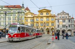 Tranva en Mala Strana | Tram in Mala Strana (zuissell) Tags: square europe prague tram sunny praga czechrepublic lessertown malastrana repblicacheca