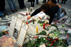 New York 1989 (Eric Bhm) Tags: flowers newyork death candles centralpark murder beatles remembrance johnlennon grief december8 strawberryfilelds