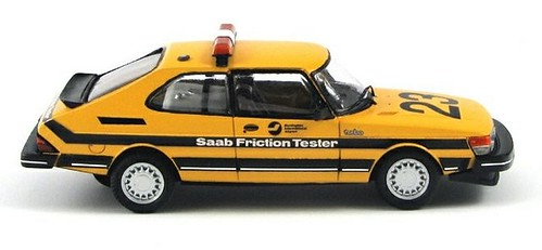 saab_900_friction_tester_burlington_airport_2_2