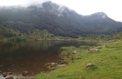 Étang de Lers en Ariège. (Claudia Sc.) Tags: ariège pyrénées pirineos midipyrénées étang lac étangdelers montagne mountain france francia brume nuages