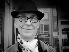 Street Portrait   Köln-Ehrenfeld (thomas.aus.kempen) Tags: hut mann portrait sw ehrenfeld cologne köln street