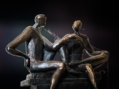 Endless Debate (Civilis Brutus) Tags: statue beeldje bronze brons debate closeup raynox dcr150 panasonic lumix gx80 gx85 vario 35100mm f4056 mft m43 microfourthirds web spinrag cobweb