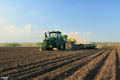 Spring Work 2017- Corn Planting | JOHN DEERE (martin_king.photo) Tags: springwork2017 cornplanting johndeere johndeere8370rt tractractor johndeere1775nt 16row planter tractor spring work 2017 trees greenworld mais maize corn huge machine all everything servis tschechische republik powerfull martin king photo agriculture machines strong agricultural greatday great czechrepublic sky welovefarming agriculturalmachinery farm workday working modernagriculture landwirtschaft beast