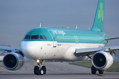 EI-DVL (AnDyMHoLdEn) Tags: aerlingus a320 egcc airport manchester manchesterairport 23l