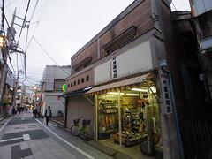 IMGP5743 (digitalbear) Tags: pentax q7 08widezoom 17528mm f374 nakano doori sakura cherry blossom blooming full bloom tokyo japan araiyakushi arai yakushi baishoin
