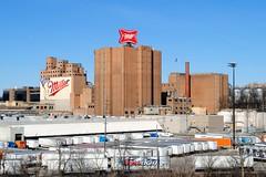 Miller Brewing Company, Milwaukee Wisconsin (Cragin Spring) Tags: midwest milwaukee milwaukeewi milwaukeewisconsin wisconsin wi city urban unitedstates usa unitedstatesofamerica beer millerbeer brewery millerbrewingcompany sign building piwo bier trucks industry