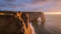 derniers rayons sur Étretat, Normandie, France (boooHguy) Tags: paysages mer sunset étretat coucher sea normandie etretat