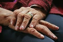 Día 70: Hands (~ La redécouverte ~) Tags: proyecto365 manos hands grandmother oldwoman wrinkles pasodeltiempo
