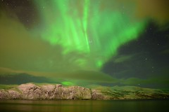 Extraordinary Northern light (Finnmark, Norway) (Photography by Eric Hentze) Tags: norway norwegen nordlicht nordnorwegen northnorway northernlight light northern arctic arktik arciticnorway outdoor landscape landschaft natur nature nautrephotography auroraborealis aurorapolaris aurora erichentze nikon nikond7100 d7100 2017 nacht night stars berg wasser see lake sterne mountain water grün green travel reise urlaub wolke cloud heavy sea fjord langfjord finnmark extraordinary flickrtravelaward