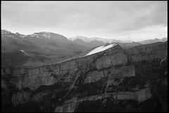 FujiFilm Gw690II + Ilford Fp4 Plus (t h o m a s h e k) Tags: gw690ii film fuji formatomedio fujigw690 fujifilmgw690 gw690 bn bw byn pelicula analogico argentico ilford ilfordfp4plus fm fp4 kodakhc110 hc110 125 asa mediumformat mf medioformato montaña mountain landscape pirineos aragon parquenacionaldeordesaymonteperdido ordesa huesca trekking paisaje