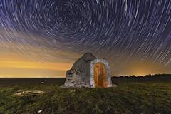 Chozo estelar (Gon Di Ba) Tags: chozo cielo circumpolar noche startrail night lightpainting