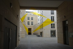 Optical illusion @ Square Édouard VII @ Paris (*_*) Tags: paris france europe city spring printemps 2017 april saturday squareédouardvii street pedestrian illusion perspective lines align art