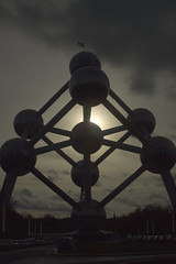 Atomium 1 (kiarras) Tags: brussels monument lights luces monumento flash feria internacional fair international bruselas universal spheres destello esferas