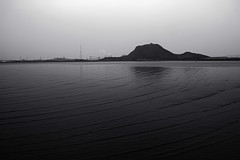 untitled (Noisy Paradise) Tags: sea seascape monochrome japan tide foveon noisyparadise sigmadp2merrill