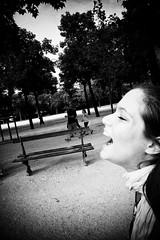 09 (Antonio Grisalvo) Tags: bw paris france love gente louvre aeroporto bn toureiffel luci francia amore architettura luce reportage parigi giovani mosso