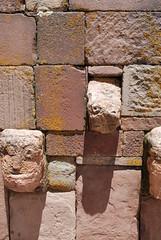 rostros - Tiwanaku (jmalfarock) Tags: southamerica ruins bolivia ruinas archaeological cultura sudamerica prehispanic tiwanaku tiahuanaco arqueolgico archaeologicalruins prehispnicos arquelogic antiquitiesplaces