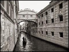 Ponte Dei Sospiri - Venice (sigi-sunshine) Tags: italien venice italy venezia castello venedig piazzasanmarco gondel markusplatz canalegrande seufzerbrücke dogenpalast pontesospiri canaledismarco ponedeisospiri