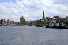 Stadthafen - Rostock 02 (Stefan_68) Tags: germany deutschland harbour hafen rostock hanse hansestadt mecklenburgvorpommern hanseaticcity vision:mountain=0768 vision:outdoor=0984 vision:sky=0777 vision:street=0583 vision:snow=0593 vision:ocean=0543