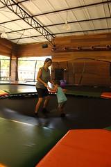 (May Machado) Tags: smile childhood canon ball fun eos rebel trampoline diversão sorriso bola motherhood motherandson infância brincadeira t3i camposdojordão mãeefilho camaelástica tarundu